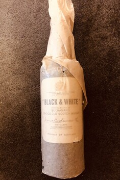 "JAMES BUCHANAN & CO ""BLACK & WHITE"" BLENDED  SCOTCH WHISKY 1966 40% 750ML 23.6 STANDARD DRINKS"